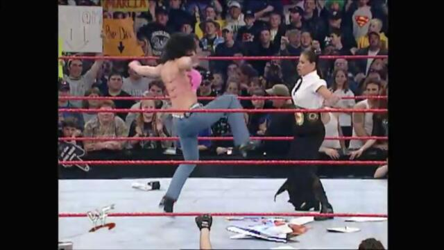 Chyna attack Ivory (Raw 19.03.2001)