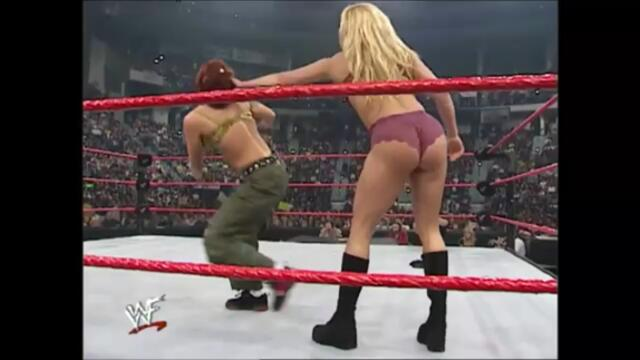 Lita vs Trish Stratus (Bra And Panties Match)