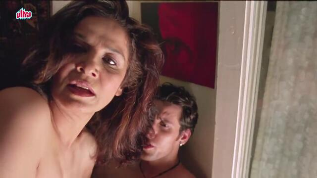 Suhasini Mulay caught with Young Guy by Irfan Khan - Bollywood Movie Scene _ Yun Hota Toh Kya Hota (1)