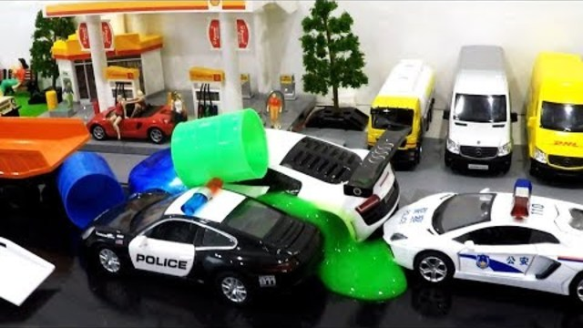 Video for kids with Police chases | Police cars in the mud | Cars in the mud Cartoon Toys